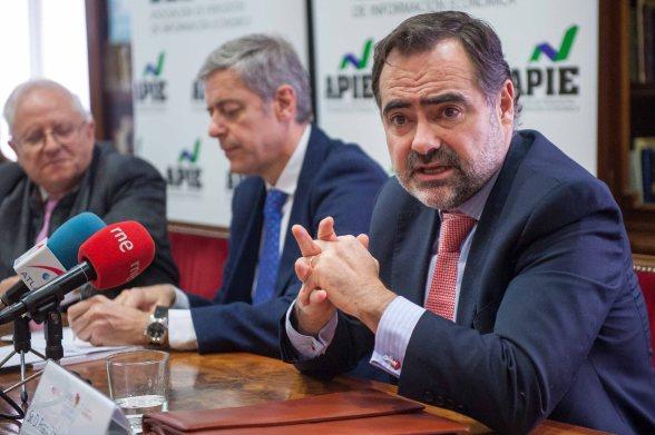 Francisco Javier Zapata, presidente de Emisores Españoles, responde a las preguntas de la prensa durante la presentación del XI Informe sobre Juntas Generales de las Empresas del Ibex.