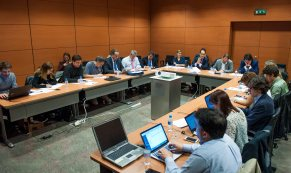 Un momento del debate sobre la reforma laboral entre los representantes de los cuatro principales partidos políticos, que se celebró en la Segunda Jornada del Curso de Economía para Periodistas Organizado por APIE con la colaboración del Banco Popular.