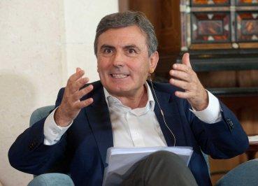 Pedro Saura, portavoz de economía del Grupo Parlamentario Socialista, durante su intervención en el debate económico organizado por la APIE en su curso de verano en la Universidad Menéndez Pelayo de Santander.