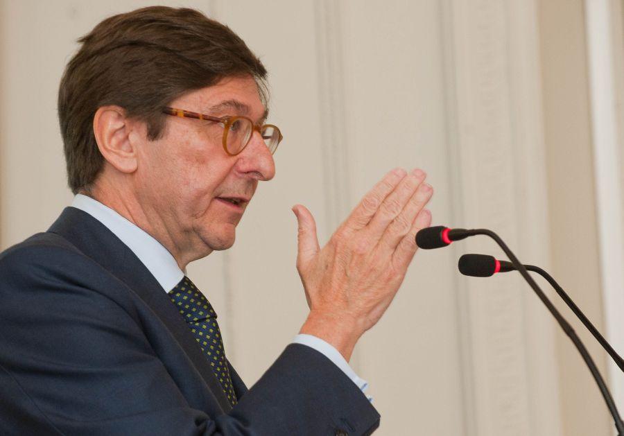 Jose Ignacio Goirigolzarri, presidente de Bankia, durante su intervención en el curso de verano organizado por la APIE en la Universidad Menéndez Pelayo de Santander.