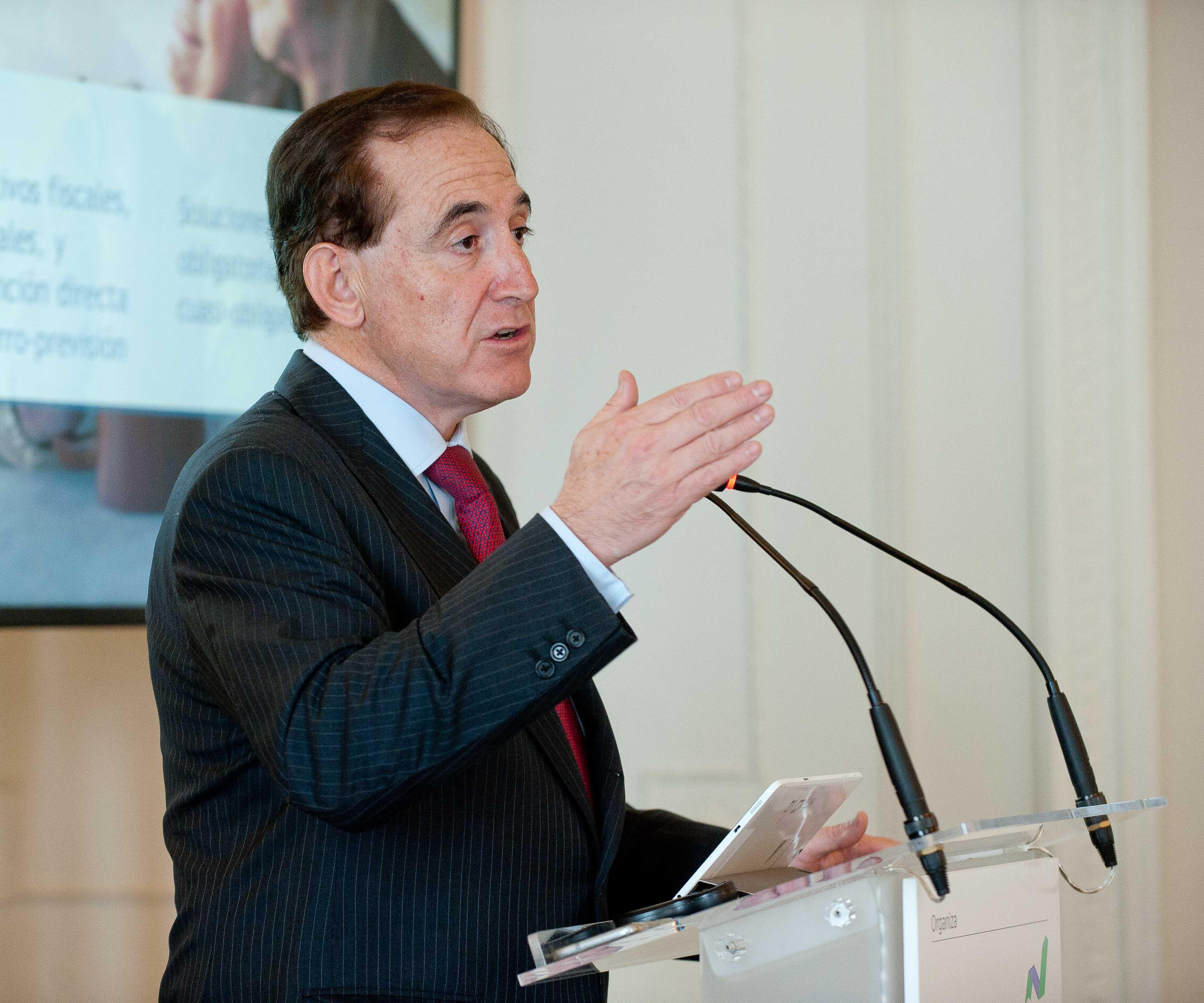 Antonio Huertas, presidente de MAPFRE, durante su intervención en el curso de verano organizado por la APIE en la Universidad Menéndez Pelayo de Santander.