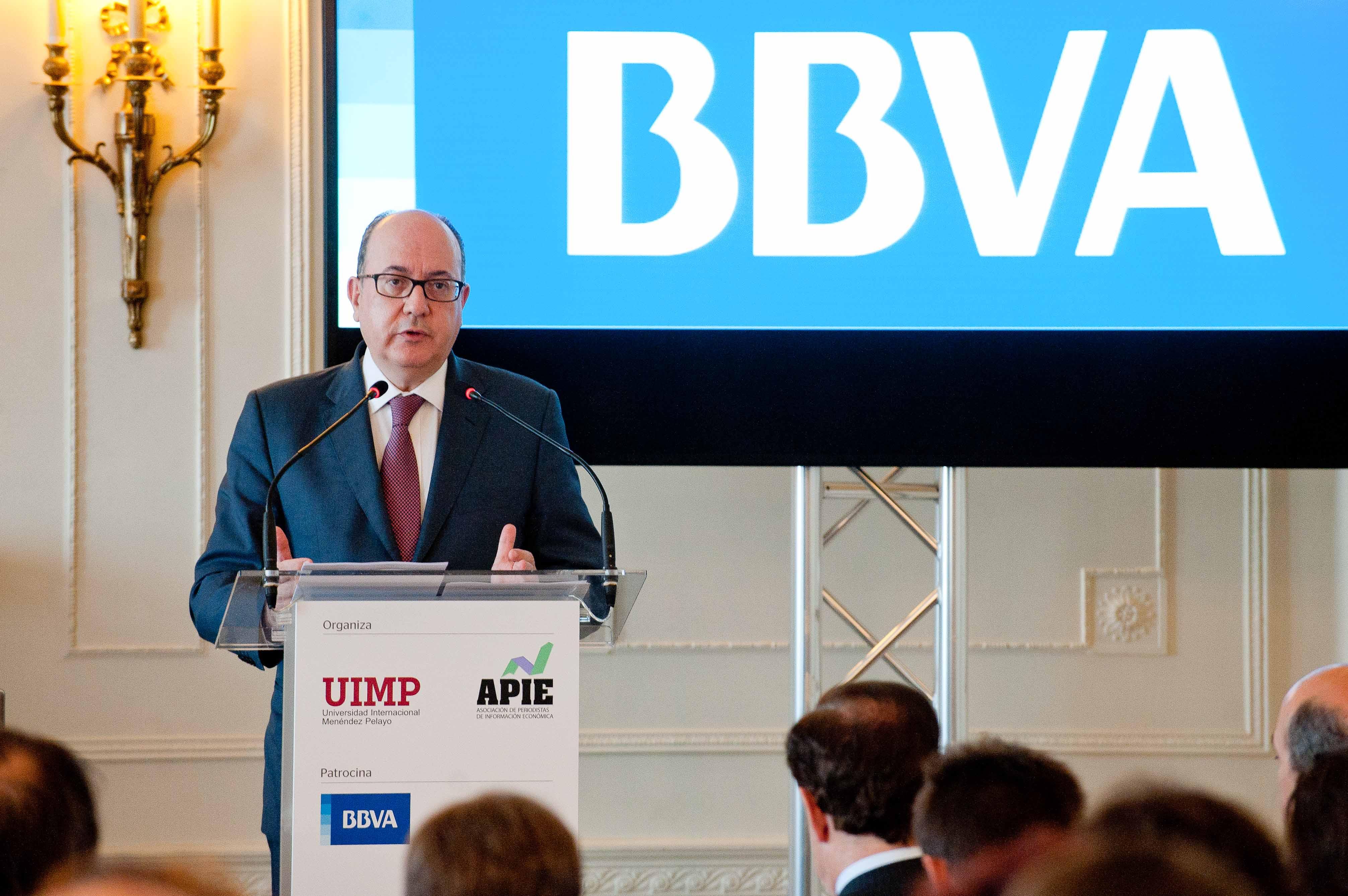 Jose María Roldán, presidente de la Asociación Española de Banca (AEB) durante su intervención en el curso de verano organizado por la APIE en la Universidad Menéndez Pelayo de Santander.