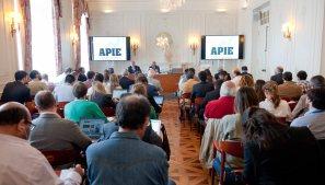 Un momento de la intervención de Juan Rosell, presidente de la CEOE, en el curso de verano organizado por APIE en la Universidad Menéndez Pelayo de Santander.