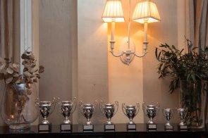Los muy codiciados trofeos del XXIII Campeonato de Mus de la Asociación de Periodistas de Información Económica.