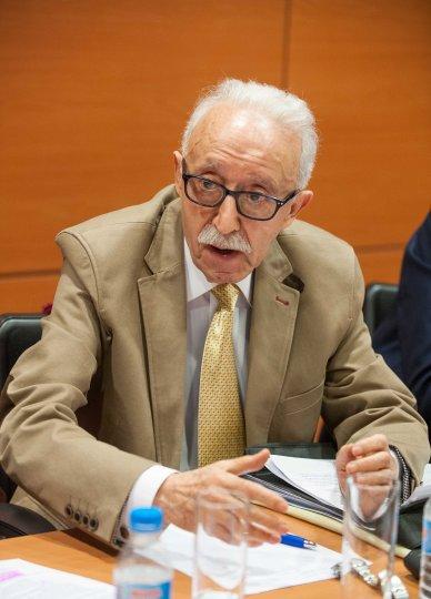 Manuel Pardos, presidente de ADICAE, durante el debate sobre consumidores bancarios celebrado en la tercera jornada del Curso de Economía para Periodistas organizado por APIE.