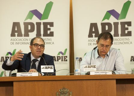 Lorenzo Amor, presidente de la Federación Nacional de Asociaciones de Trabajadores Autónomos (ATA), y Pedro Carreño, de la Junta Directiva de APIE, en un momento de la rueda de prensa.