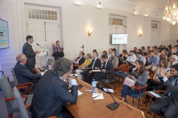 Un momento de la intervención de Jose Ignacio Goirigolzarri, Presidente de Bankia, en el curso de economía organizado por APIE en la Universidad Internacional Menéndez Pelayo de Santander.