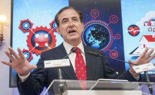Antonio Huertas, presidente de Mapfre, durante su intervención en el curso de economía organizado por APIE en la Universidad Internacional Menéndez Pelayo de Santander.