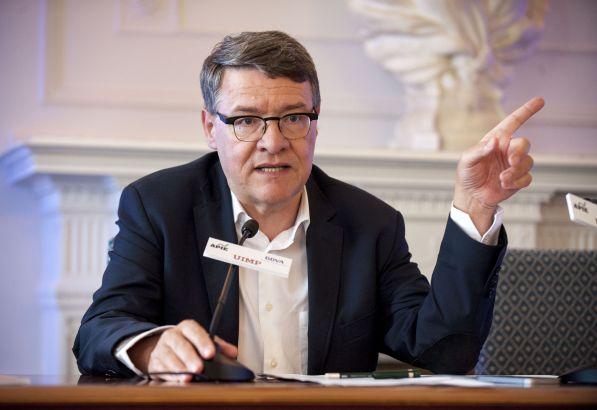 Jordi Sevilla, Economista del Estado y ex Ministro de Administraciones Públicas, durante su intervención en el curso de economía organizado por APIE en la Universidad Internacional Menéndez Pelayo de Santander.