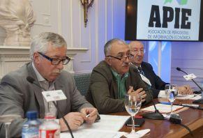 Ignacio Fernández Toxo (CC.OO) y Josep María Álvarez (UGT) durante su intervención en el curso de economía organizado por APIE en la Universidad Internacional Menéndez Pelayo de Santander.