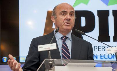Luis de Guindos, Ministro de Economía, Industria y Competitividad, durante su intervención en el curso de economía organizado por APIE en la Universidad Internacional Menéndez Pelayo de Santander.