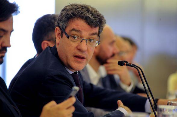 Alvaro Nadal, Ministro de Energía, Turismo y Agenda Digital, durante su intervención en el almuerzo de prensa del curso de economía organizado por APIE.