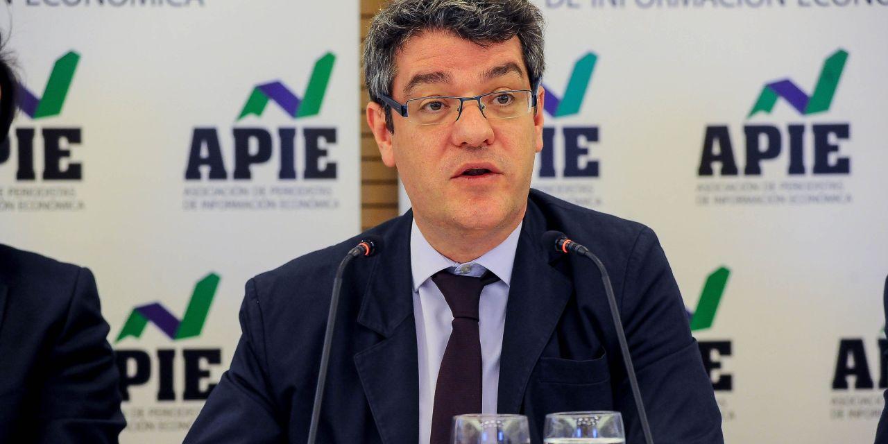 """Álvaro Nadal: """"Un tercio del recibo de la luz se debe a decisiones políticas"""""""