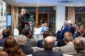 Iñigo de Barrón Arniches, presidente de APIE, durante su discurso en la entrega de los premios Tintero y Secante 2017.