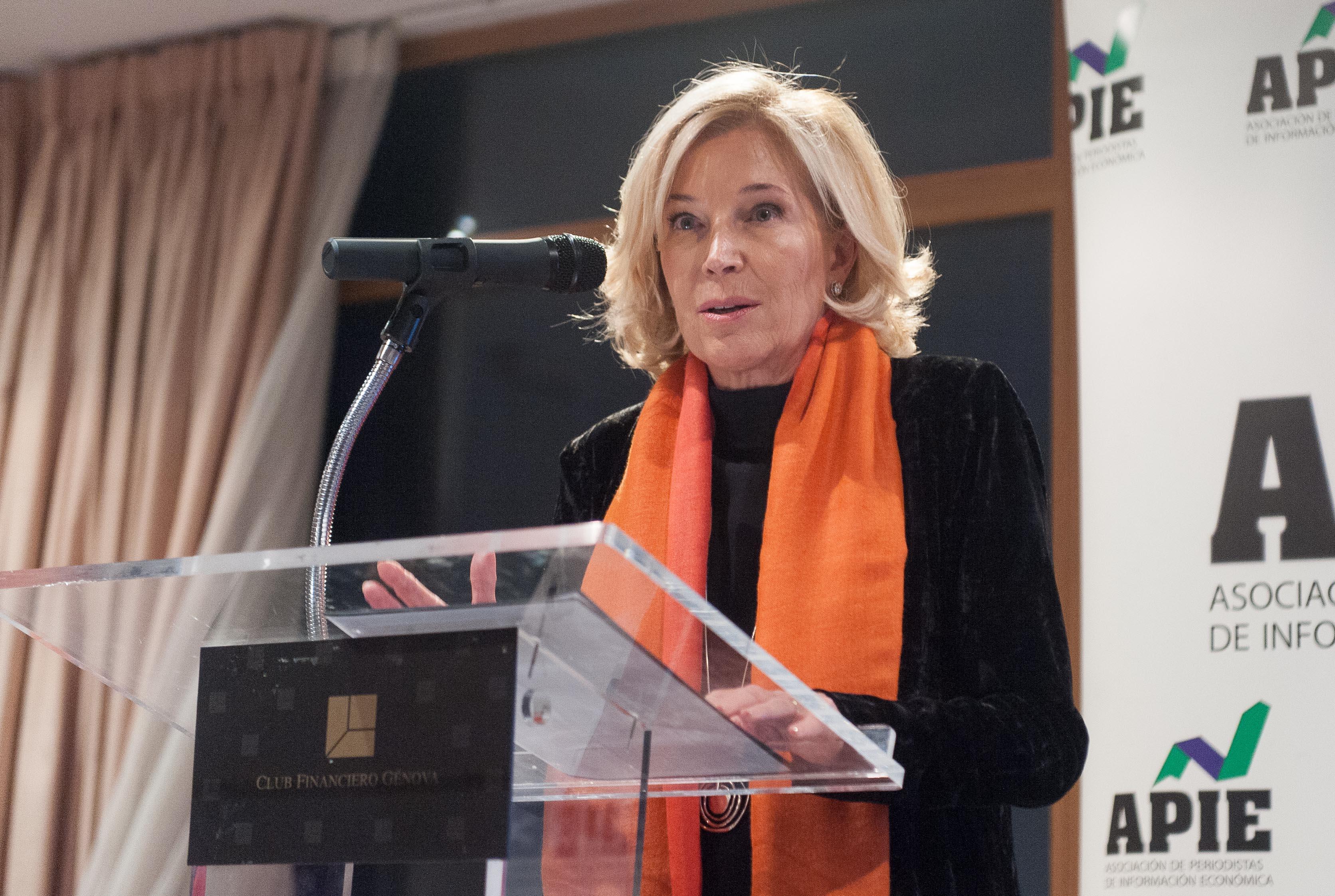 Consejera Delegada de Bankinter, durante su discurso de agradecimiento por el accesit al premio Tintero recibido en la entrega de los premios Tintero y Secante 2017, otorgados por la APIE.