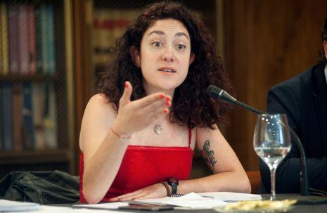Aina Vidal (Podemos-En Comú Podem-En Marea), durante el debate sobre las pensiones con el que comenzó el XXXI Curso de Economía organizado por la APIE.