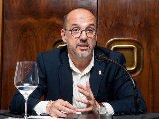 Carles Campuzano (PDECat) durante su participación en el debate sobre pensiones con el que comenzó el XXXI Curso de Economía organizado por la APIE.