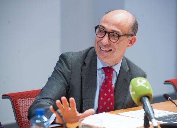 Jorge Onrubia, Profesor Titular de Economía Aplicada en la Universidad Complutense, durante la mesa redonda sobre financiación autonómica celebrada en la segunda jornada del XXXI Curso de Economía organizado por la APIE.