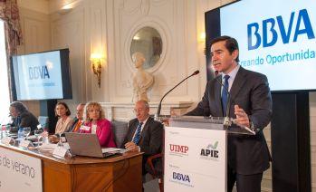 Carlos Torres Vila, Consejero Delegado del BBVA, durante su intervención en la jornada inaugural del Curso de Economía de APIE en la Universidad Internacional Menéndez Pelayo de Santander.