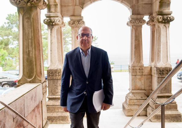 Jose María Roldán, Presidente de la Asociación Española de Banca (AEB), a su llegada al Curso de Economía organizado por APIE en la Universidad Menéndez Pelayo de Santander.