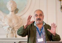Cesar Molinas, Doctor en Economía y Consultor, durante su clase sobre Radiografía del Blockchain en el Curso de Economía organizado por la APIE en la Universidad Internacional Menéndez Pelayo de Santander.