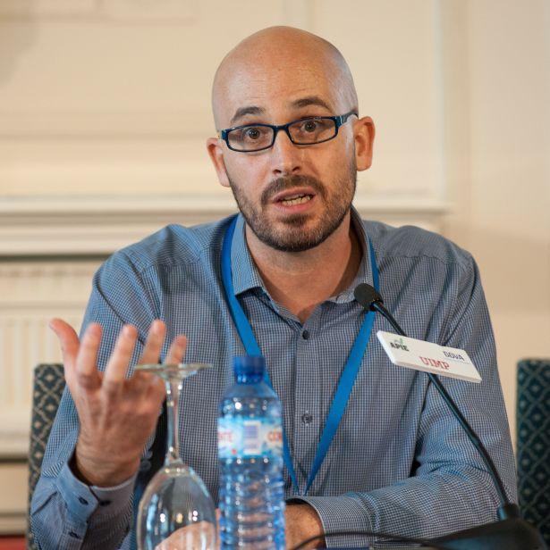 Nacho Álvarez, responsable de Economía del Podemos, durante su intervención en el debate político organizado en el Curso de Economía de APIE en la UIMP de Santander.