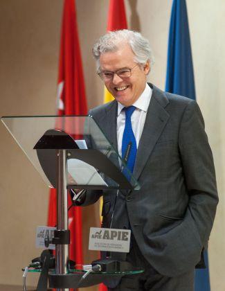 Sebastián Albella, Presidente de la CNMV, durante su discurso de agradecimiento por el premio Tintero 2018.