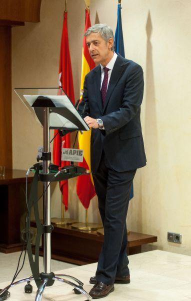 Íñigo de Barrón, presidente de APIE, durante su discurso en la entrega de los premios Tintero y Secante 2018.