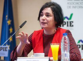 Yolanda Fernández, directora técnica del proyecto Empresa Mediana, durante la presentación del Informe Anual de la Empresa Mediana Española.