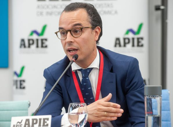 Antonio Madera del Pozo, Head of Sovereign & Sub-sovereign de Axesor Rating, durante su intervención en la tercera jornada del XXXII Curso de Economía organizado por APIE.