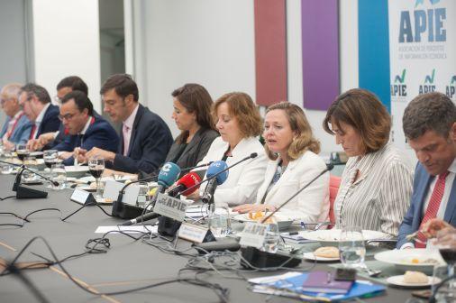 Nadia Calviño, Ministra de Economía y Empresa, durante el almuerzo de prensa con que concluyó la tercera jornada del XXXII Curso de Economía organizado por APIE.