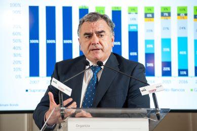 Javier Hernani Burzako, Consejero Delegado de Bolsas y Mercados Españoles (CME) durante su intervención en el Curso de Economía de APIE en la UIMP.