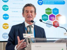 Mario Armerio, Vicepresidente de ANfac, durante su intervención en el Curso de Economía organizado por la APIE en la UIMP.