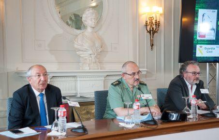 Luis Fernando Hernández García, Director de la División de Tecnología de la Guardia Civil, durante su intervención en el Curso de Economía organizado por la APIE en la UIMP.