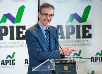 Pablo Hernández de Cos, Gobernador del Banco de España, durante su discurso de agradecimiento como ganador del premio Tintero 2019 otorgado por la APIE.