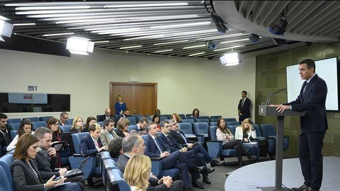 La APIE se suma a las protestas de la FAPE y de la APM por la limitación de preguntas a los periodistas por parte del Gobierno