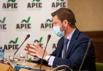 Javier Calleja, Consejero Delegado de Solaris, durante su intervención en el debate sobre Transición Energética organizado por la APIE en la Universidad de Alcalá de Henares