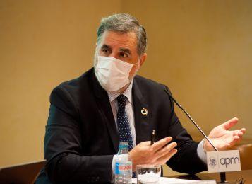 Miguel López-Quesada, presidente de la Asociación de Directivos de Comunicación, durante el debate que siguió a la firma del documento de compromiso ético entre periodistas y dircoms.