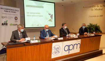 De izquierda a derecha, Iñigo de Barrón, Juan Caño, Miguel López-Quesada y Nemesio Rodríguez durante el debate que siguió a la firma del documento de compromiso ético entre periodistas y dircoms.