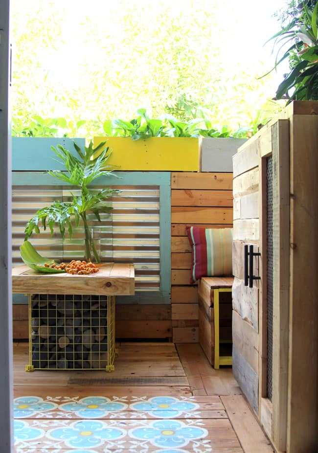Bland Patio To Tropical Paradise A Renters Pallet