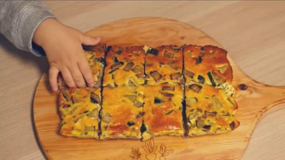 Tortilha no forno de courgete e cogumelos