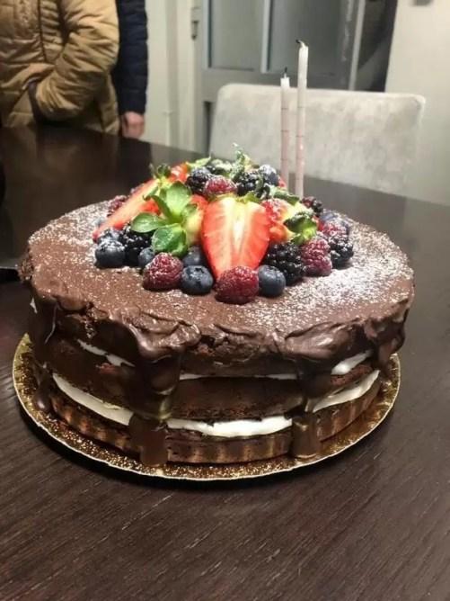 a81c61ff9 A base deste bolo, é o bolo de chocolate mais simples do mundo, com apenas 4  ingredientes (receita aqui)… O resto é obra de arte da Vânia Sousa Mendes  ...
