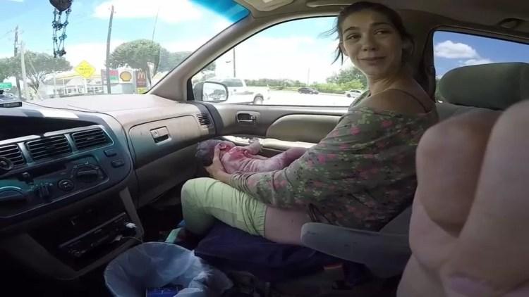 o bebé que nasceu no carro, gravidez , mulher,parto natural