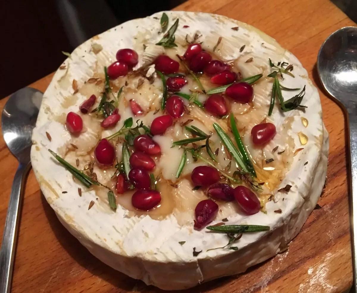 queijo camembert, roma, alecrim, entrada