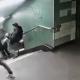 Συνελήφθη ο άνδρας που έριξε άγνωστη γυναίκα από τις σκάλες στο μετρό του Βερολίνου (vid)