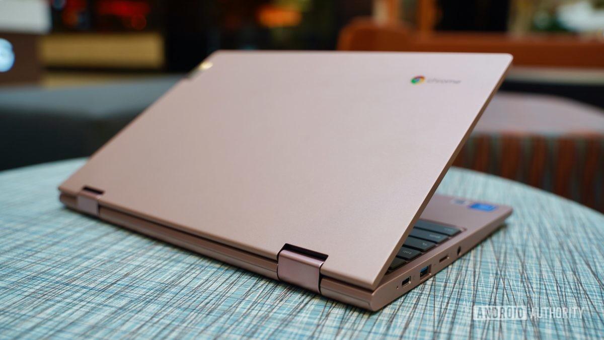 Lenovo Chromebook C340 revisão tampa aberta