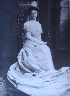 Julie, κόρη του Αριστείδη Μπαλτατζή και της Wilhelmine von Reineck, σύζυγος του Πρίγκιπα Γεωργίου Ι. Καρατζά, 1865-1945, Sturdza, M.D. (1999)