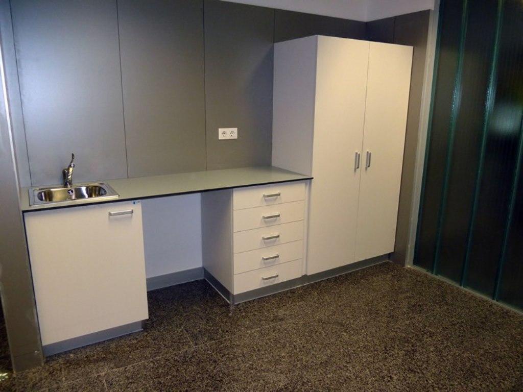 Muebles de consulta con encimera en resina fenolica  AP