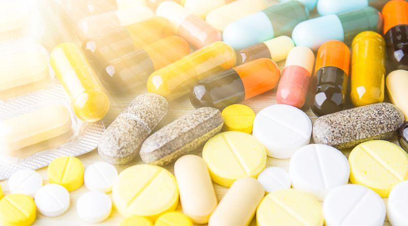 Haufen von Medikamenten. Juckreiz
