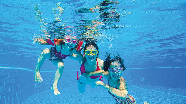 Ohrenbeschwerden, Kinder tauchen im Wasser